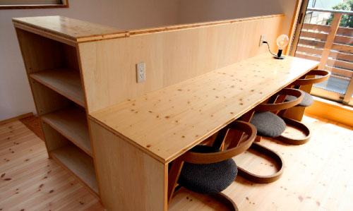 造り付けのテーブル