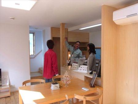 世田谷区「松原の家」、「松原の家2の」完成見学会の様子、キッチン