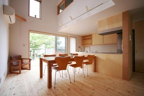 けやきの見える家-10.和室、リビング、キッチン、吹抜け