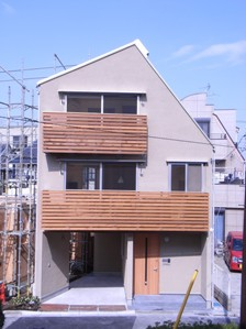 1.台形の家外観