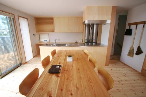 けやきの見える家-11.和室、リビング、キッチン、吹抜け