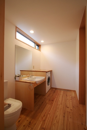 中庭のある家-12.洗面、トイレ、浴室