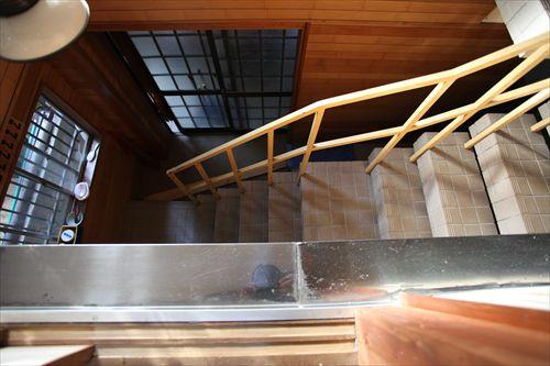 施工前玄関〜階段