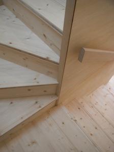 19.台形の家階段