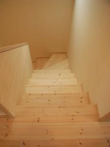 20.台形の家階段