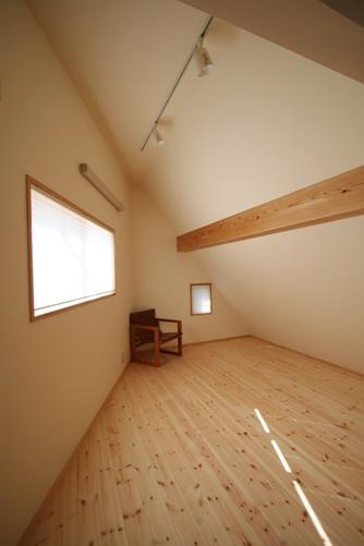 23.台形の家子供部屋