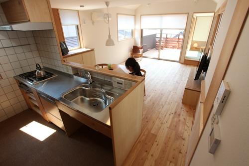 キッチンの床はコルクタイル