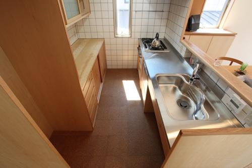 造り付けキッチンとオリジナル食器棚