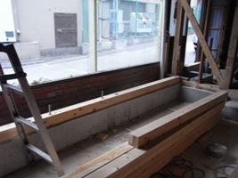 コンクリートの打ち増しと新設基礎