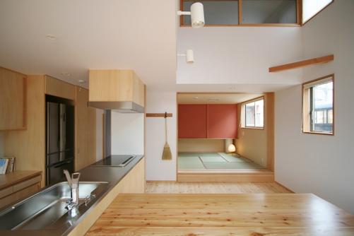 けやきの見える家-7.和室、リビング、キッチン、吹き抜け