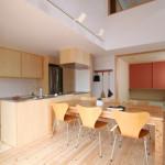 けやきの見える家-9.和室、リビング、キッチン、吹抜け