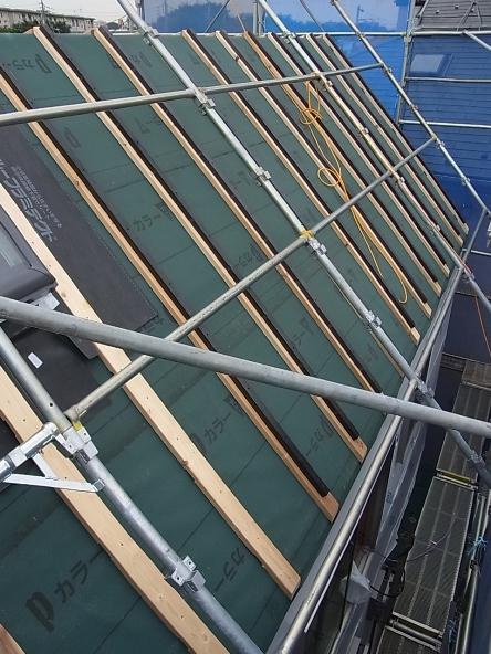 屋根通気の胴縁があります。