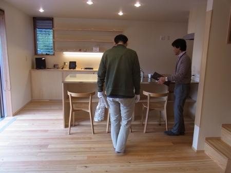 「船橋の家」完成見学会の様子、自然素材の家とOMソーラー