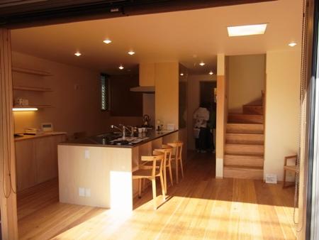 「船橋の家」完成見学会の様子、キッチン